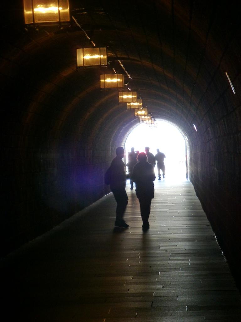 Tunneli hissiin!