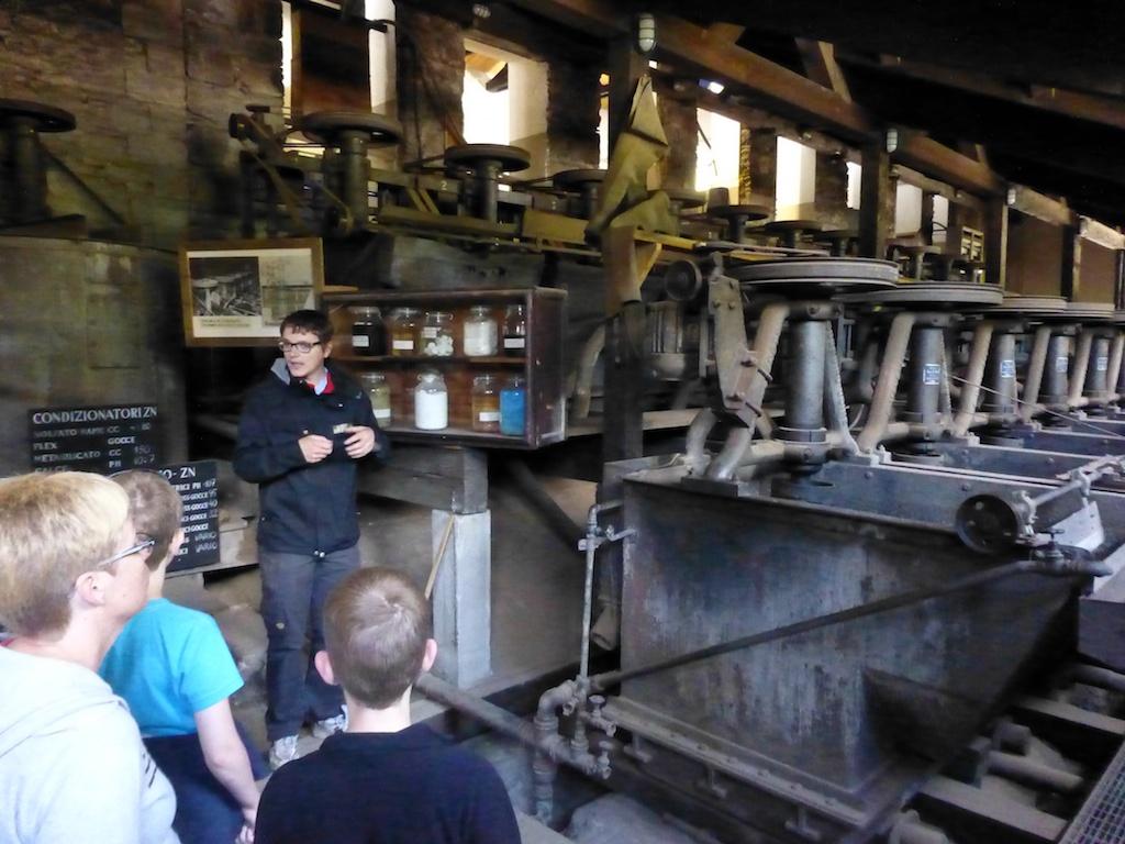 Albin kertoo miten saostuksessa saadaan pölyksi hiotusta malmista eri mineraalit erilleen